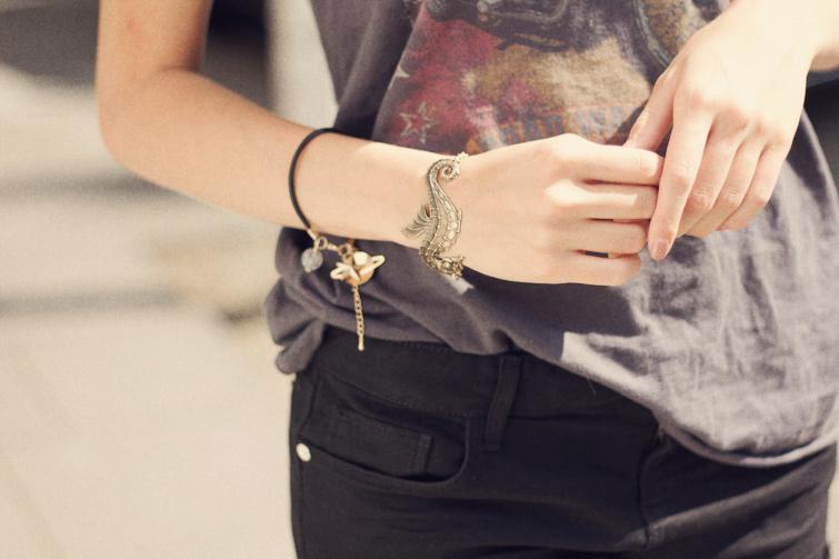 Seahorse cuff