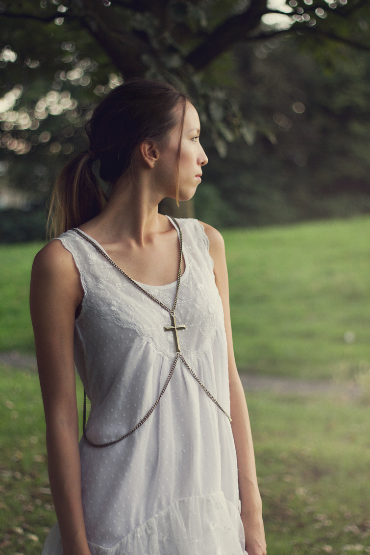 Body chain with cross