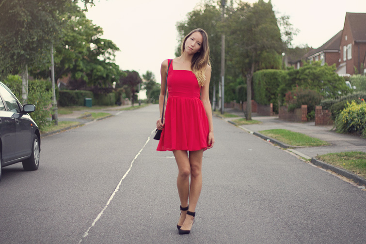 Date outfit - red dress and heels
