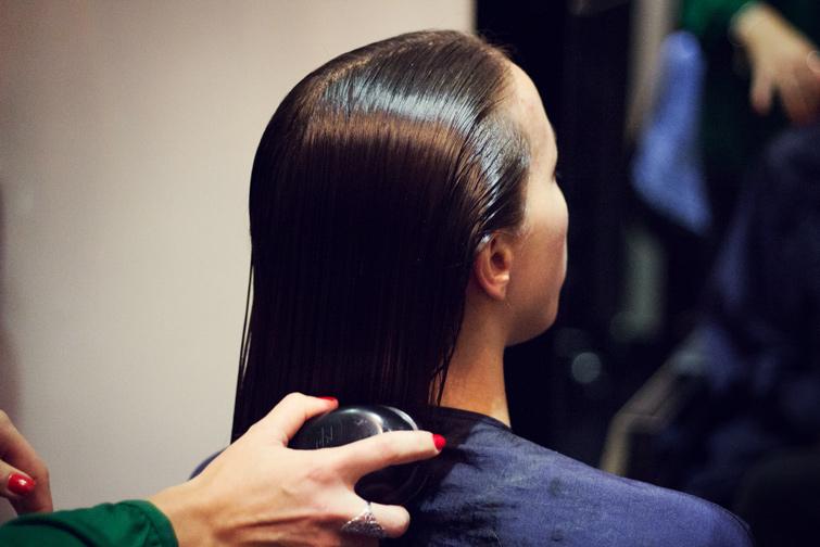 Hair detangling comb