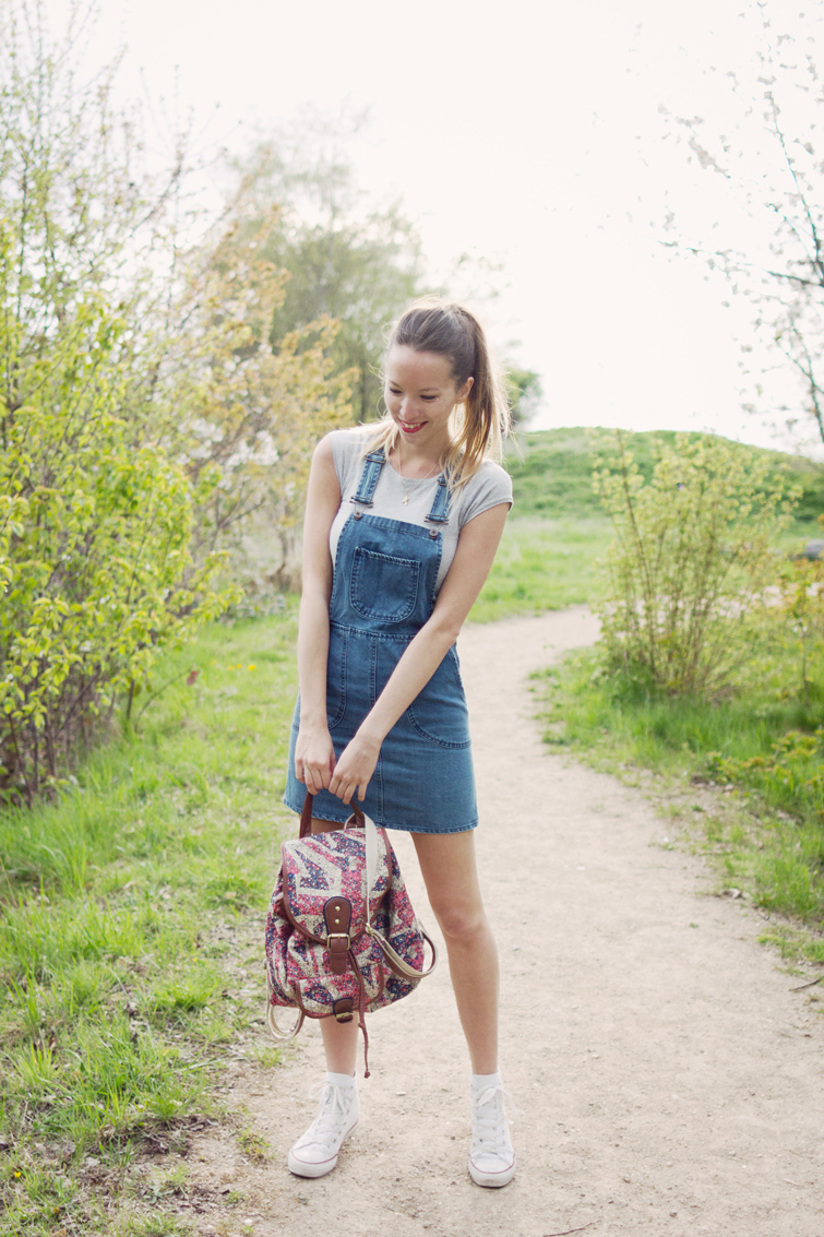 Denim dungaree dress outfit