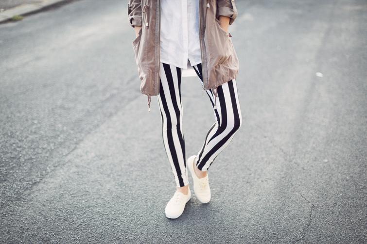 Black and white stripy leggings