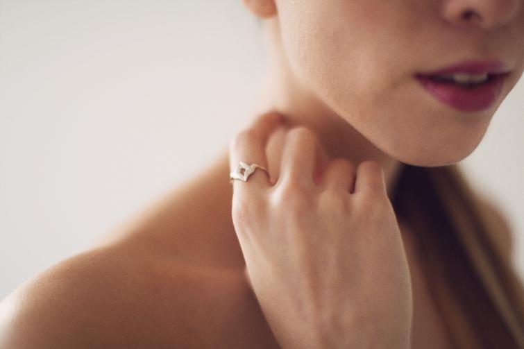 Jana Reinhardt hummingbird ring
