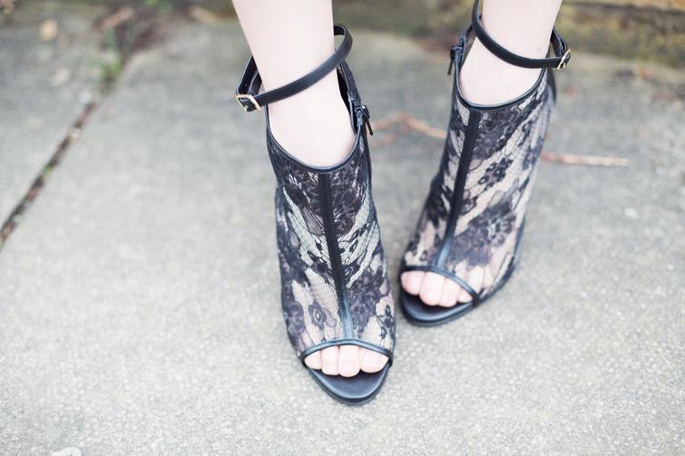 Caroline Blomst Deichmann peep-toe lace shoe boots