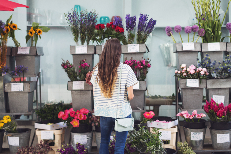 Girl in the Lens | flower shopping