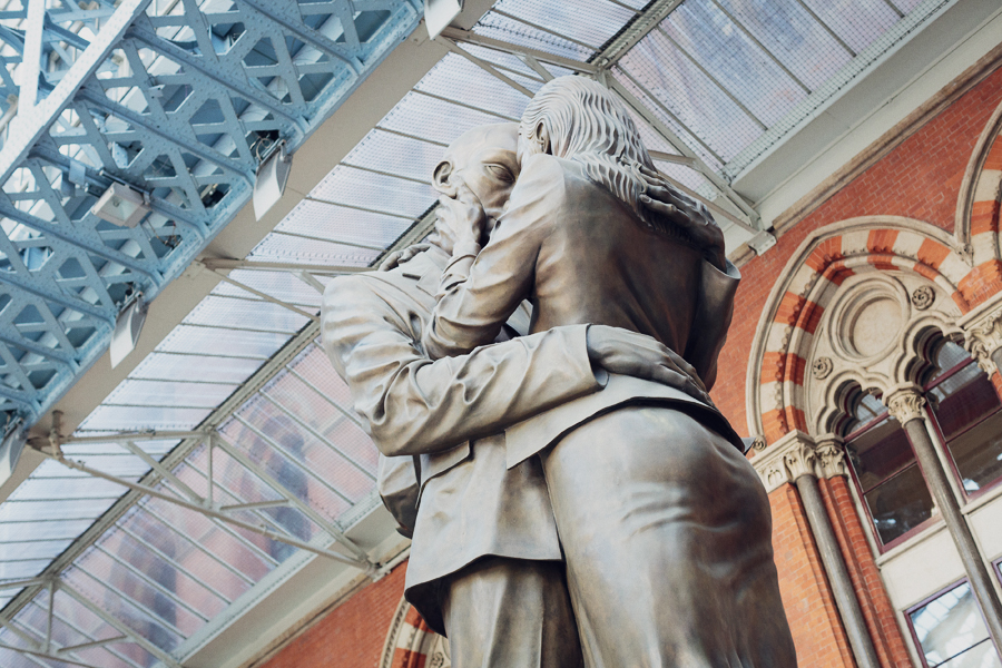 Kissing statue, St Pancras London